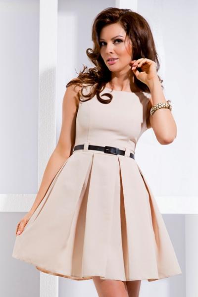 Společenské šaty bez rukávů s volnou spodní částí a s páskem krémové ... 4b08befe68