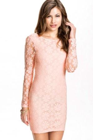 Lehké krajkové šaty s holými zády a dlouhými rukávy růžové 5660