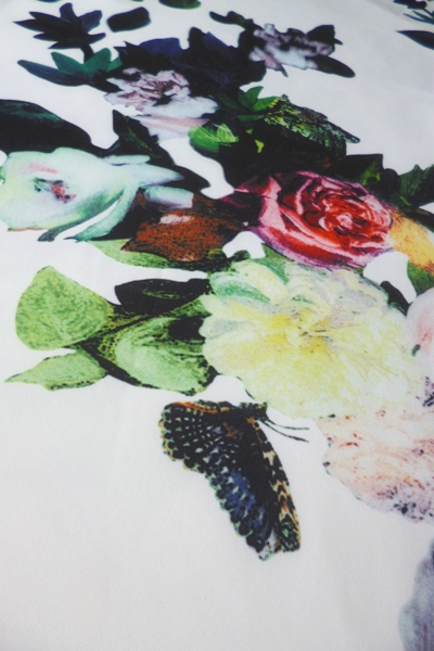 ... Elegantni koktejlky ke kolenum- bila s potiskem kvetu S-273-WE (5 c0d0942d40