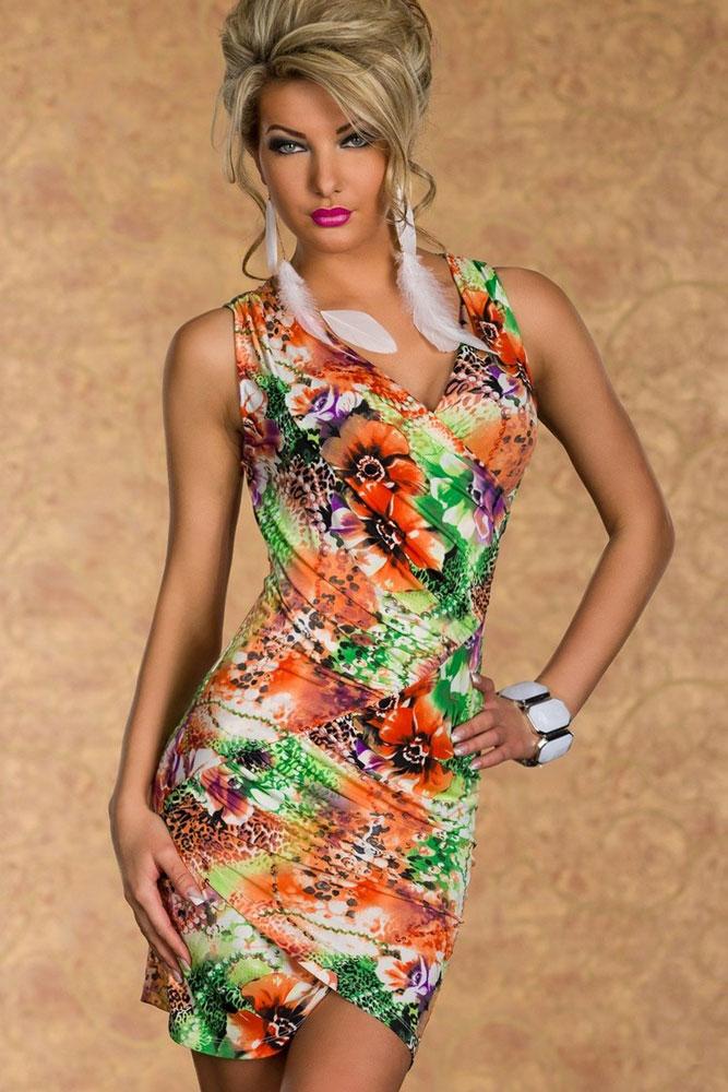 Kratší letní šaty s výraznými barvami a řaseným materiálem 9fb0994efc